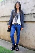 heather gray kultura cardigan - white espirit top - blue bench jeans - black Par