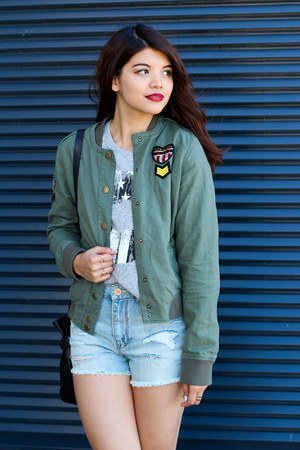 heather gray Aeropostale top - army green bomber Aeropostale jacket
