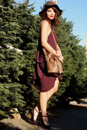 brown Urban Outfitters hat - maroon belle fig color LAST NIGHT dress
