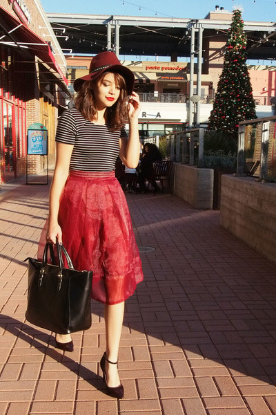 maroon H&M hat - black shopper Zara bag
