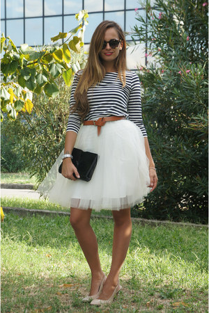 cream Space46 skirt - black Chanel bag - light brown Celine sunglasses