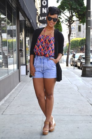 shorts - print geometric top - basic classic cardigan - wedges