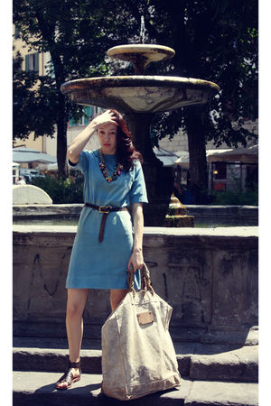 blue Ceri vintage dress - brown Ceri vintage belt - gold vintage necklace - beig