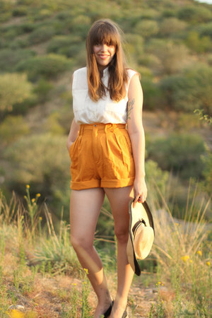 light orange high waisted vintage shorts - cream straw vintage hat