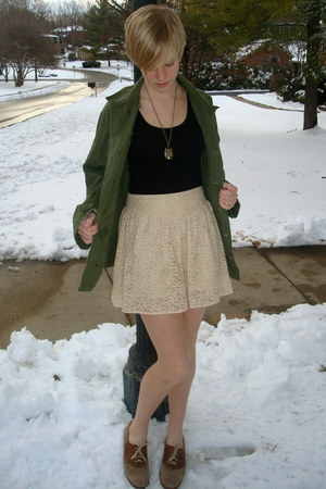 tan saddle vintage shoes - green army vintage jacket - beige lace Forever 21 ski