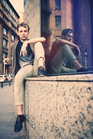 black Zara shoes - beige H&M jeans - gray Kings Road shirt