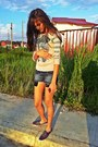 Heather-gray-printed-t-shirt-purple-keds-sneakers
