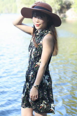 brown wool floppy hat Vans hat - black Sunny Girl dress