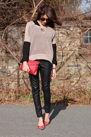 black faux leather H&M pants - tan CHELSEA DN VIOLET shirt - red vintage bag