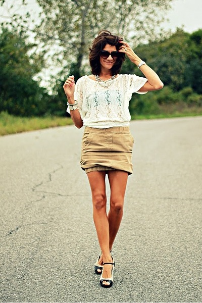 camel H&amp;M skirt - ivory shirt - franco sarto heels