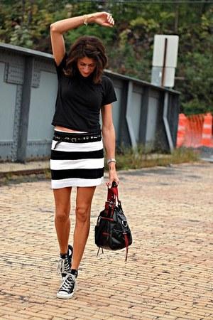 striped H&M skirt - black Hanes t-shirt - black Converse sneakers