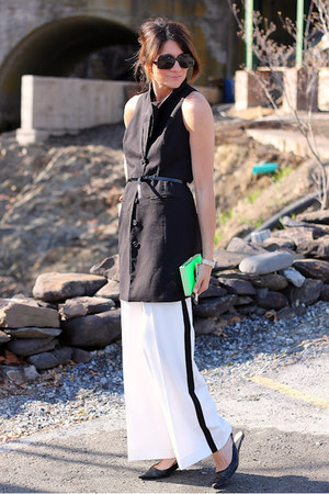 black BB Dakota vest - white H&amp;M pants