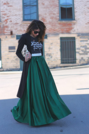 teal Vinatge skirt - charcoal gray Chaser t-shirt