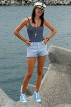 sneakers - shorts - navy abercrombie and fitch top - necklace - bracelet