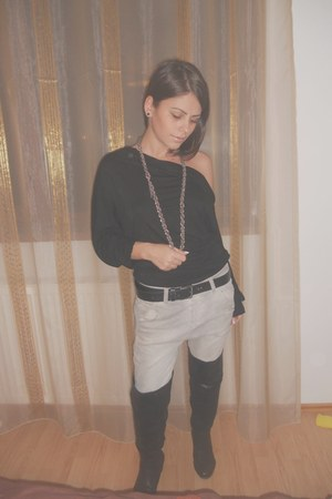 black Accessorize blouse - black DKNY belt - heather gray Levis jeans - black BL