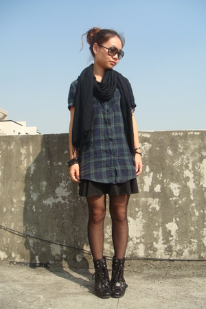 Ray Ban sunglasses - H&amp;M scarf - shirt - skirt - Nine West boots