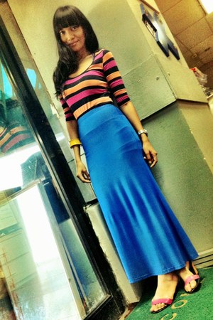 blue skirt - light orange cotton on top - colored wedges Vincci wedges