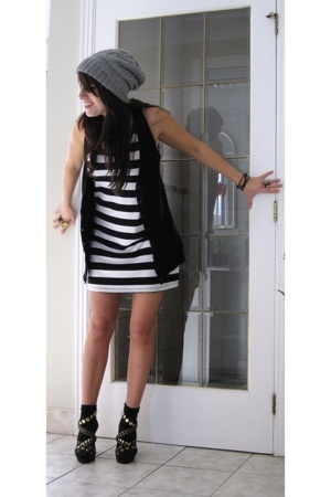 black white stripes poema top - black studded Urbanogcom shoes