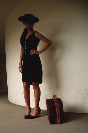 hat - vintage dress - Nine West shoes - thrifted purse