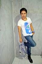navy jeans - blue t-shirt - ivory t-shirt