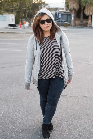 Dolce Vita boots - Zara jeans - Ray Ban sunglasses - Audrey top