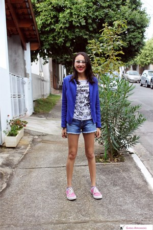 navy Zara blazer - blue Renner shorts - bubble gum Converse sneakers