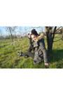 Black-stradivarius-boots-forest-green-bershka-jacket-black-bershka-leggings