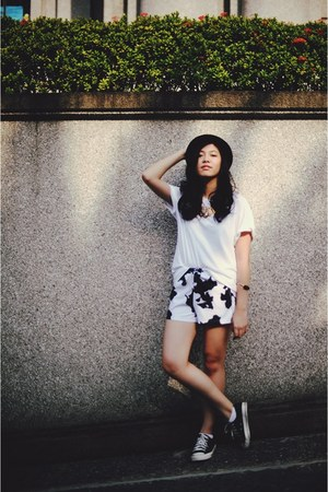 white cow print romwe shorts