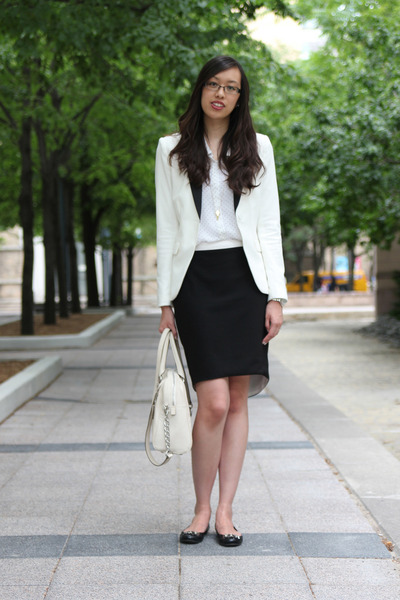white tuxedo H&M blazer - off white Michael Kors bag