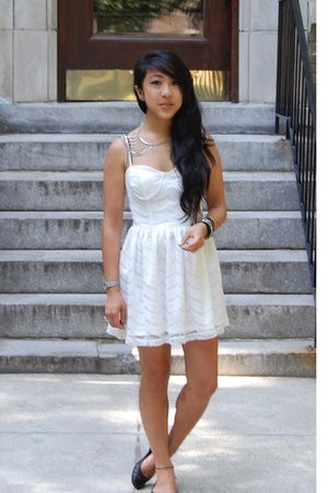 silver MINE accessories - white lace corset nastygal dress