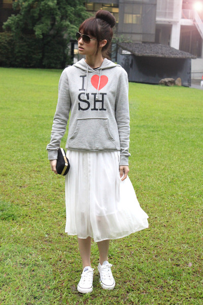white shoes - black bag - heather gray sweatshirt