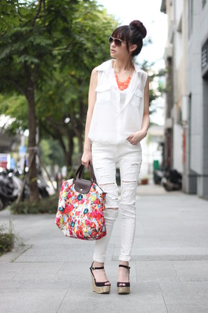 white top - white pants - orange necklace