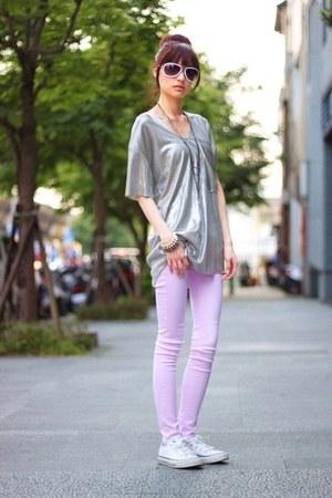 silver shirt - light pink pants