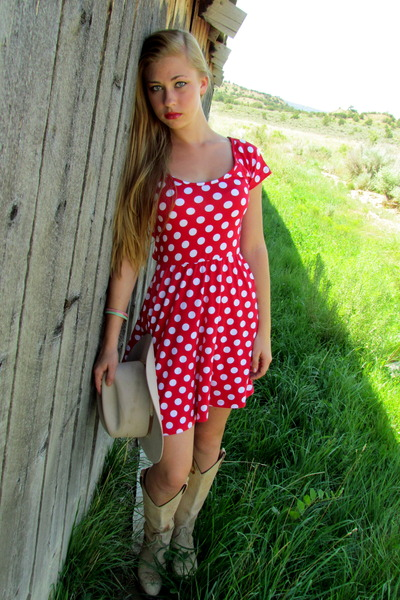camel cowboy boots - red polka dot Monteau Los Angeles dress - camel cowboy hat