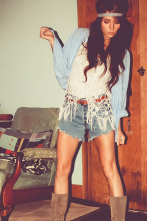 camel beltedstudded canyon river blues boots - high-waisted Levi shorts