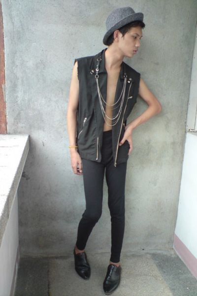 thrifted vest - paporma hat - solo accessories - leggings - People are People sh