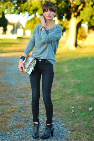 heather gray embellished Old Navy sweatshirt - black skinny J Brand jeans