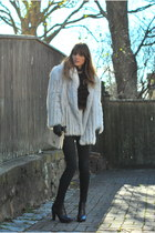 black skinny J Brand jeans - white fox fur vintage jacket