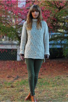 off white knit H&M sweater - light brown ankle Michael Kors boots