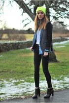 yellow beanie Forever 21 hat - black skinny J Brand jeans