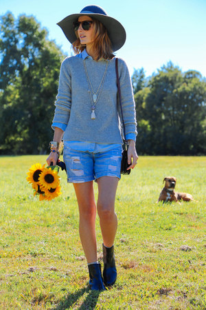 blue denim Paige Denim shorts - black leather talbots boots