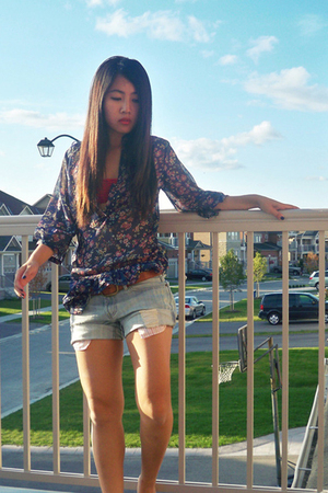 blue floral CB blouse - blue loose f21 shorts - red bandeau aa bra