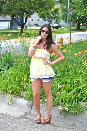 blue destroyed DIY Levis shorts - light yellow lace trim Forever21 top - tawny w