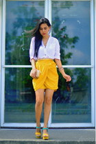 yellow vintage skirt - white cotton Five & Company top