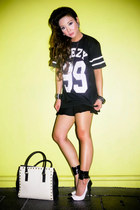 black Vanilla Breeze Clothing t-shirt - white DAS pumps
