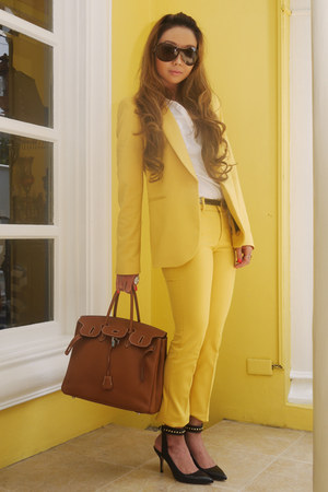 yellow Zara suit