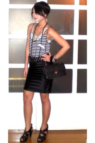 moms top - black striped tank Zara top - black Zara shoes - black Chanel bag