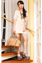 tan DAS shoes - beige Zara sweater - nude stam Marc Jacobs bag