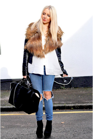 black Zara bag - black chelsea boots asos boots - blue ripped asos jeans