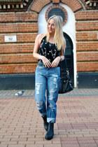 black alley boots asos boots - blue boyfriend jeans asos jeans
